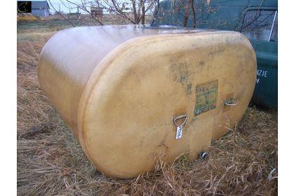 Approx 1250gal fiberglass water tank