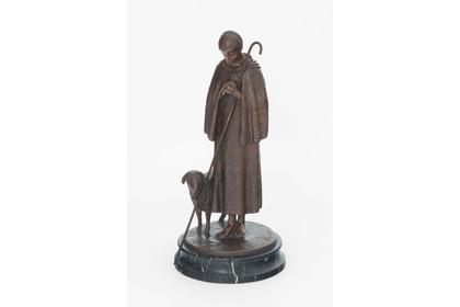 Skulptur Figur Bronze teils poliert grün patiniert sitzender Vogel